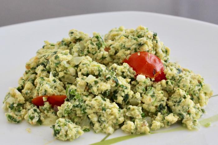 Rührei mit Feta und Spinat