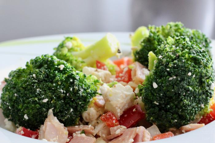 Brokkoli-Salat mit Schafskäse