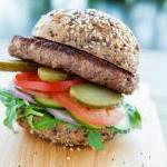 Vollkorn-Beef-Burger mit Parmesan